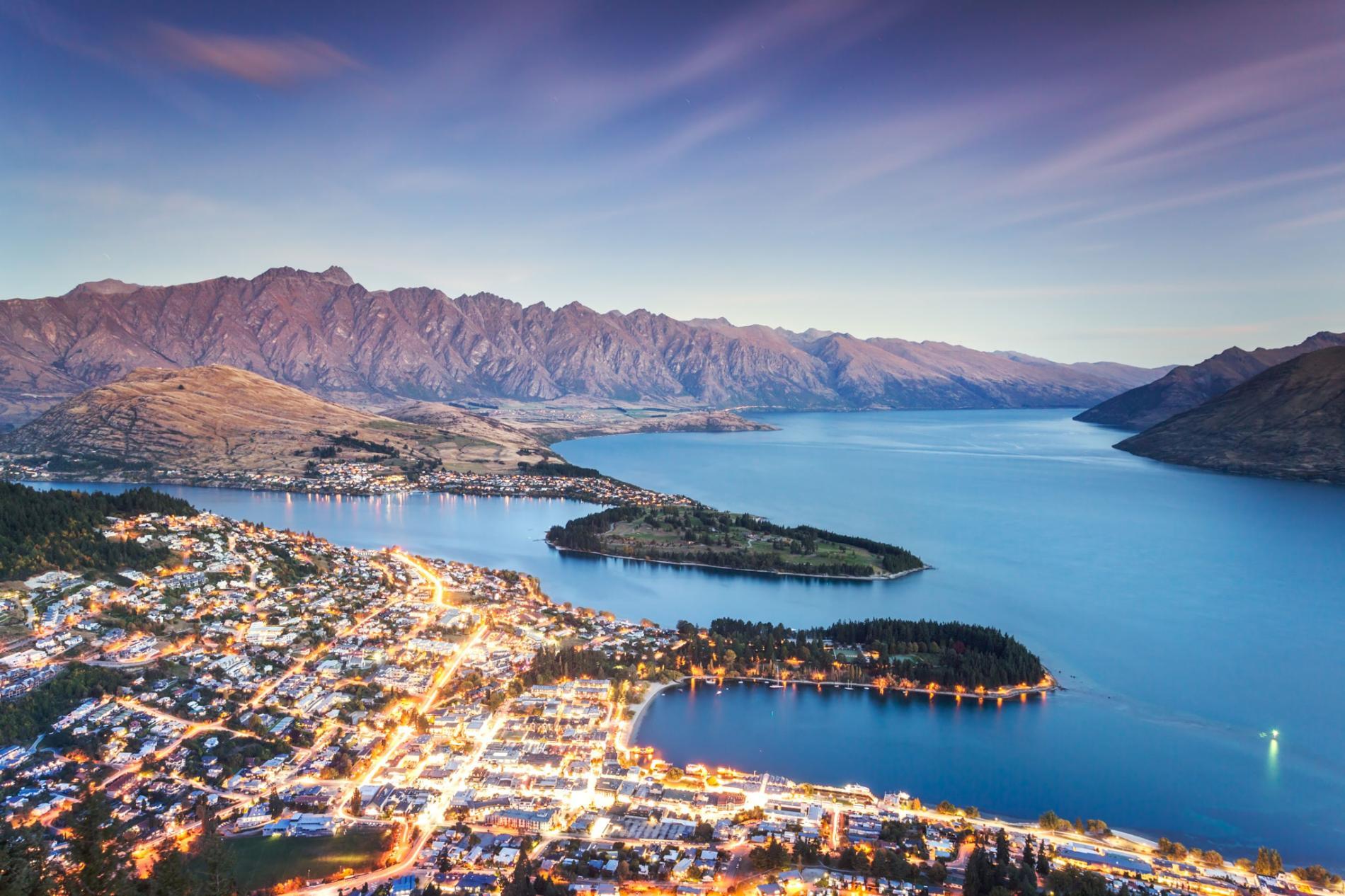 NZ_harbor-queenstown